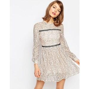 ASOS - Mini robe patineuse en dentelle avec détails maille échelle - Rose