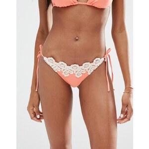 ASOS - Seitlich bindbare Bikinihose mit Häkelapplikation am Saum - Rosa