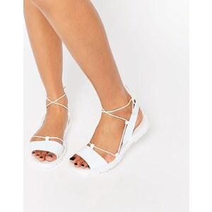 ASOS - FLUTTER - Jelly-Sandalen mit Beinschnürung - Weiß
