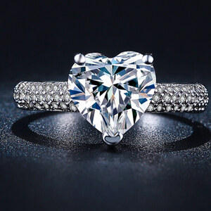 Lesara Ring mit Zirkonia im Herz-Design - 52