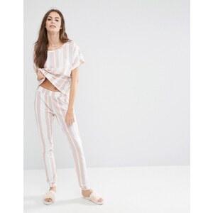 ASOS - Pyjama-Set mit T-Shirt und Jogginghose mit Ton-in-Ton-Streifen - Mehrfarbig