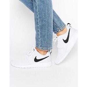 Nike - Roshe - Sneakers in Weiß und Schwarz - Weiß