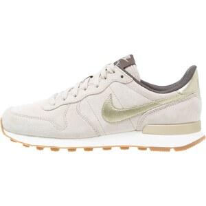 Nike Sportswear INTERNATIONALIST PREMIUM Sneaker low string/metallic gold grain/dark storm