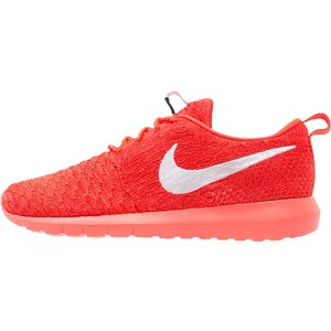 Nike Sportswear ROSHE NM FLYKNIT Baskets basses bright crimson/white/university red