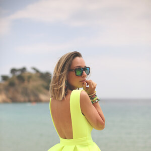 Look Neon Dress von Vivian-Sheinside Look