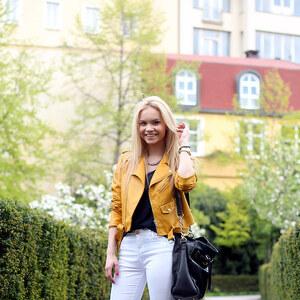 Look Schick in gelber Bikerjacke von Krista - Fashion Blogger Domodi