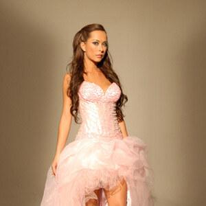 Look Beautiful von Olivia Karkoush
