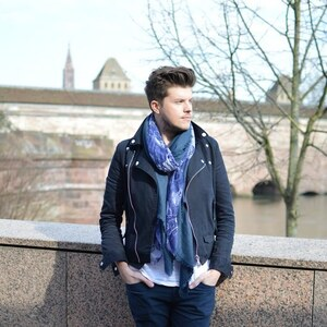 Look de Foulard homme et veste type perfecto à The dressing box €