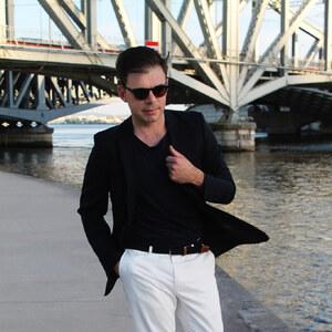 Look de Pantalon Blanc à Le lion dans la penderie €