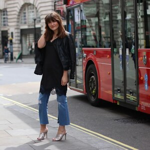 Look London Streetstyle-Cropped Flare and Glitter Sandals von Mira
