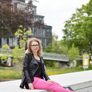 Look Outfit: Pink Pants and Black von Kati Kletzel