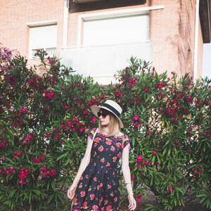 Look de Les grosses fleurs rouges. à natacha-birds €