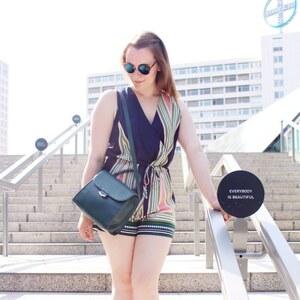 Look Summer Favorites: kurzer Jumpsuit & Espadrilles von notanotherfashionblog