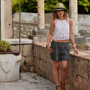 Look Outfit: Shorts, Lace Top, High Heels and Straw Hat von Kati Kletzel