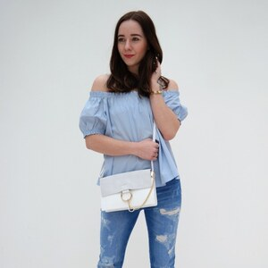 Look off-shoulder X light blue X fringe jeans von clean_couture