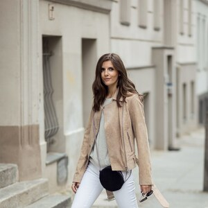 Look Nude Leather Jacket and white Jeans von simple-et-chic