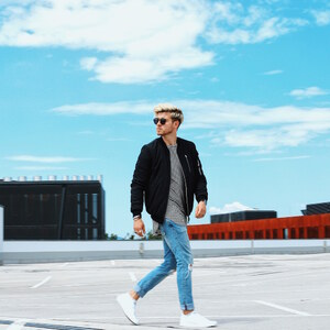 Look Outfit: How to Style Bomber Jackets in a Casual Urban Street Look von meanwhileinawesometown