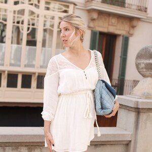 Look OUTFIT: WHITE DRESS IN PALMA von Bina