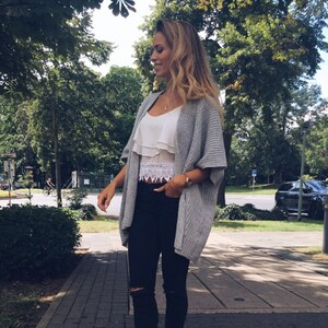 Look Grey Cardigan White Top von user0