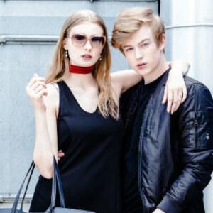 Look Oblečte se jako Adam Mišík a jeho přítelkyně Diana! od BIBLOO
