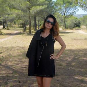 Look de Ma petite robe noire à Le Blog Des 5 Filles €