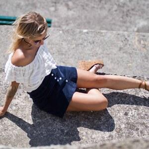 Look de Top epaules denudeees jupe en velours et sandales personnalisees à sp4nk €