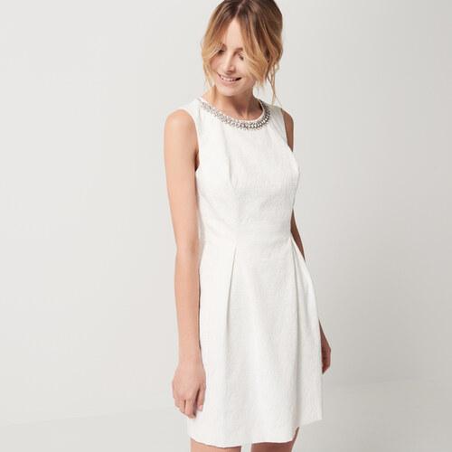 Mohito - Bílé šaty s kamínky u výstřihu celebration - Bílá - Glami.cz dec5d0a69e