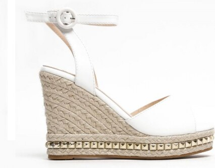 d53c22244d29 Dámské bílé sandály na klínku Carlita 2084 - Glami.cz
