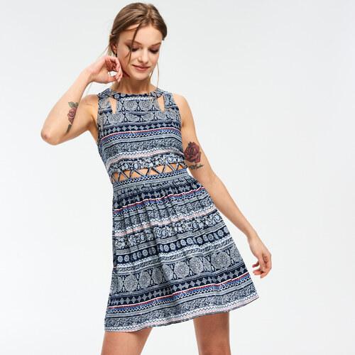 8b05f7efc664 Cropp - Vzorované šaty s geometrickými otvormi - Tmavomodrá - Glami.sk
