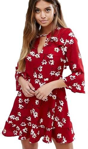 Červené volánkové šaty s bílými kvítky Boohoo - Glami.cz 8ebd16dc4a