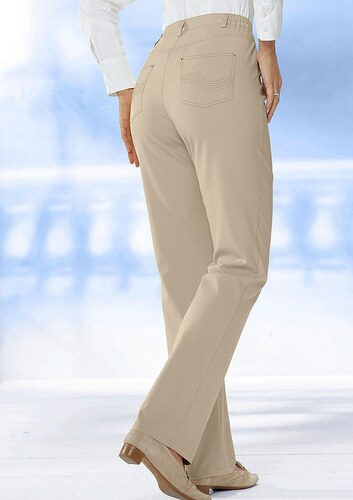 Hose mit dekorativer Stickerei auf den beiden Gesäßtaschen