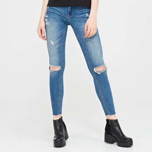 a1e67f20b0f8 Cropp - Skinny džínsy s otvormi na kolenách - Modrá - Glami.sk