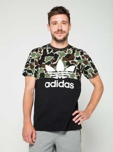 ed5cd4d972a3 Čierne pánske maskáčové tričko s krátkym rukávom adidas Originals ...