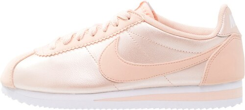 boutique nike quartz