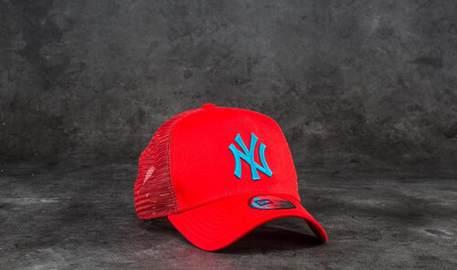 5ca54a85678 New Era 9Forty League Essential New York Yankees Trucker Red  Blue ...
