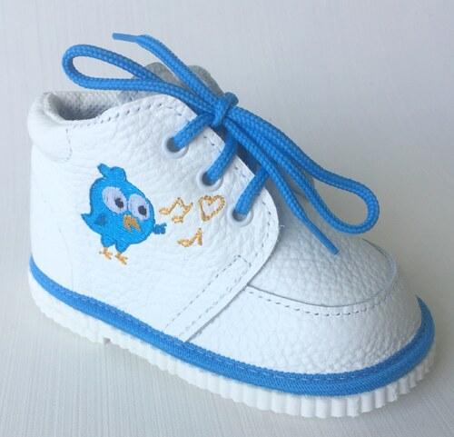 První krůčky Chlapecké kožené capáčky s modrým ptáčkem - bílé - Glami.cz f7547adae5