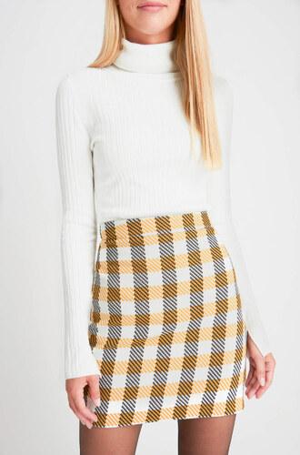 35d2ea8f3b Skladaná károvaná sukňa Luisa Spagnoli z novej kolekcie pôsobí veľmi šik v  kombinácii s koženou bundičkou