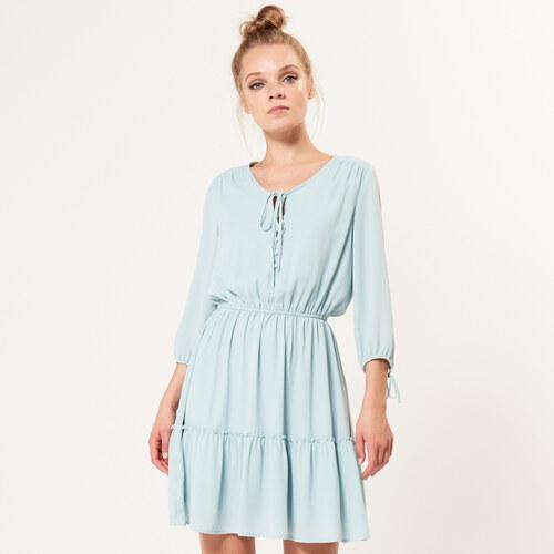 Mohito - Vzdušné šaty s ozdobnými knoflíky - Zelená - Glami.cz 0992e9eda4a