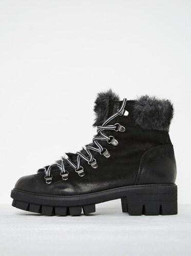 Čierne kožené členkové topánky s umelou kožušinou Tamaris - Glami.sk 60f5b351c1f