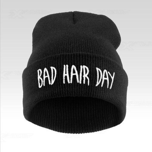 7c16d821b43 Wayfarer Zimní čepice beanie s nápisem Bad hair day černá - Glami.cz