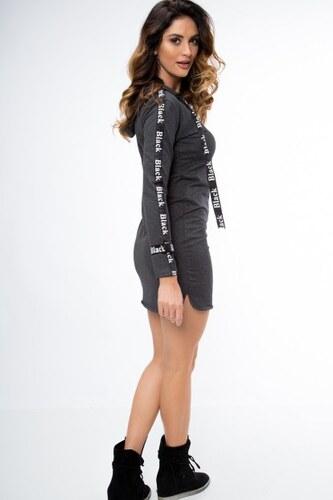 Fasardi Moderné šaty s dlhým rukávom ozdobeným nášivkou e0dc4f27b9f