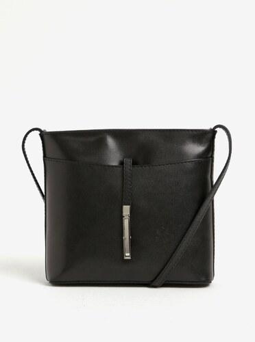 3bd3106a1303 Čierna kožená crossbody kabelka s detailom v striebornej farbe KARA ...