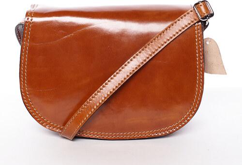 Menšia koňaková lakovaná crossbody kožená kabelka - ItalY Zoya hnedá ... 7497e478002