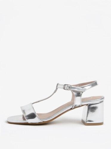 3ebf47c851 Lesklé sandále v striebornej farbe na širokom podpätku OJJU - Glami.sk