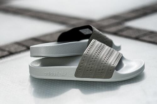 adidas Originals Adilette női papucs BY9904 - Glami.hu 4f9eea0411