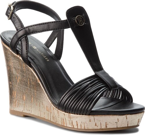 98752d4110d6 Sandále TOMMY HILFIGER - Refined Strappy Wedge Sandal FW0FW03023 Black 990