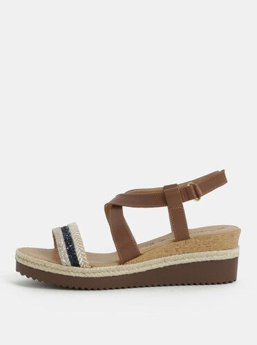 Hnedé kožené sandálky na plnom podpätku s ozdobným remienkom Tamaris ... b966e79ad9