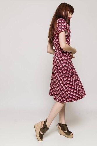 8b848192093a -15% Rouzit Červeno-čierne vzorované midi šaty s véčkovým výstrihom