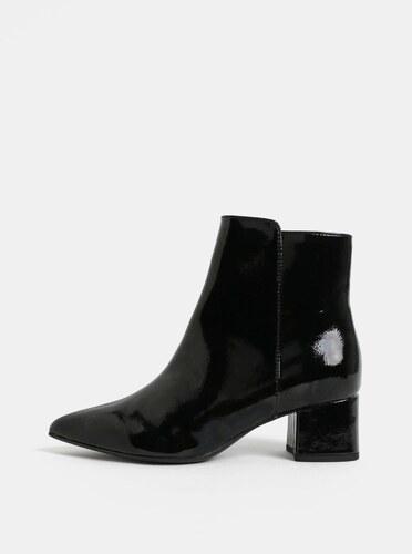 394ceb278ca Černé lesklé kotníkové boty na nízkém podpatku Tamaris - Glami.cz
