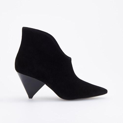6a33e9151b Reserved - Semišové členkové topánky s ozdobným opätkom - Čierna ...
